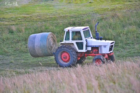 moving round bales