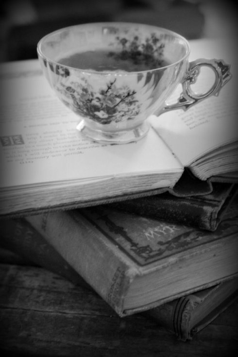 cup and books_9731e2ws